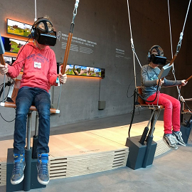 Kinderen met VR brillen in Waterliniemuseum